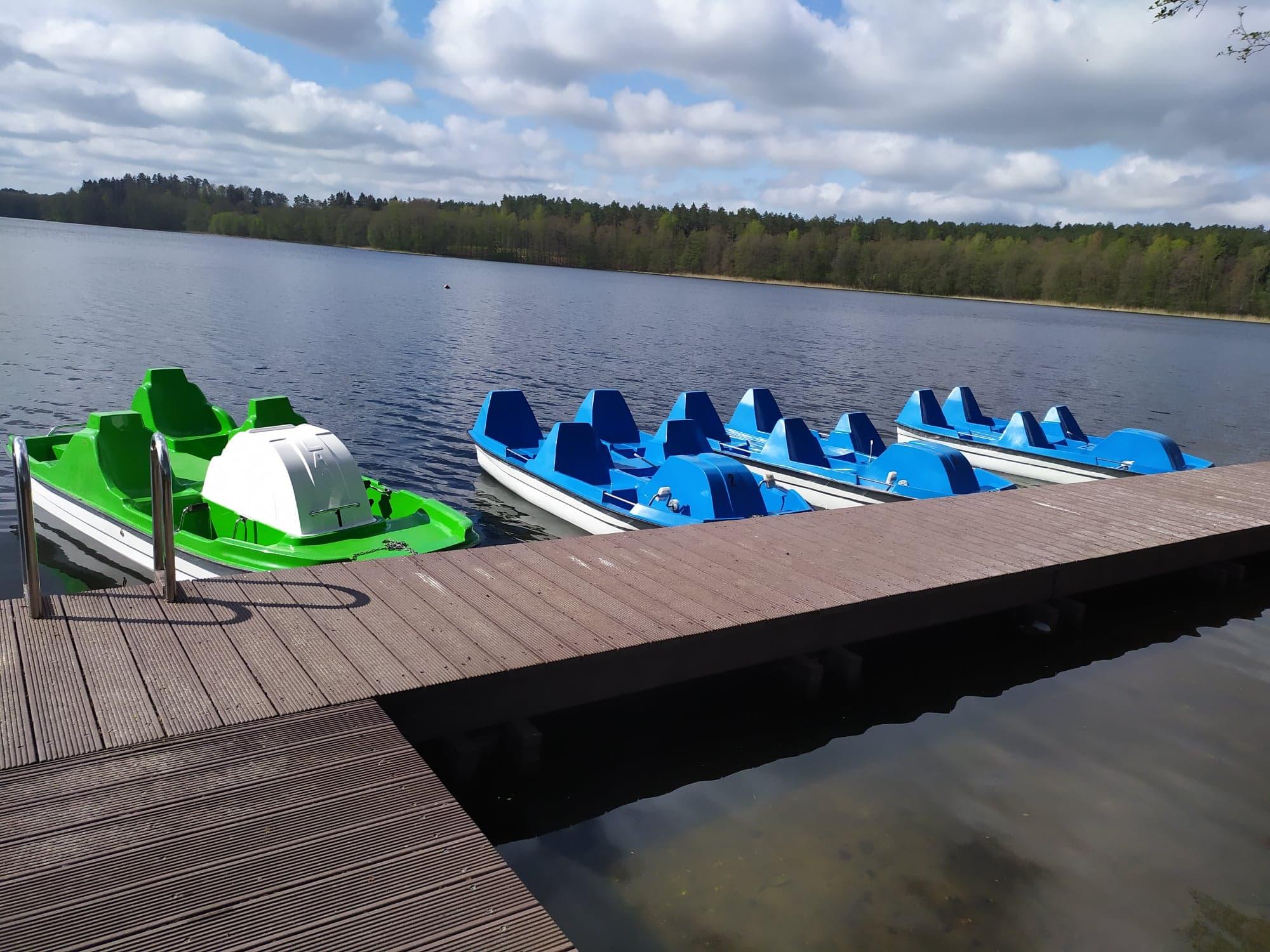 Rowery wodne nad jeziorem Obłęże